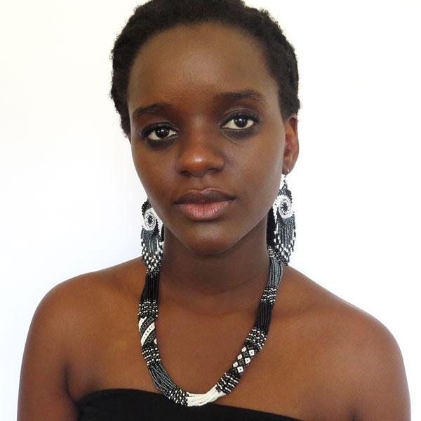 Short-necklace-black-white-