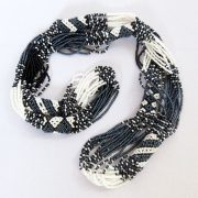 L-necklace-black-white-01