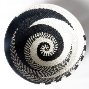 African Zulu woven telephone wire bowl – Small round – Black and white